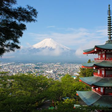Image of a pagoda and Mount Fuji in the background